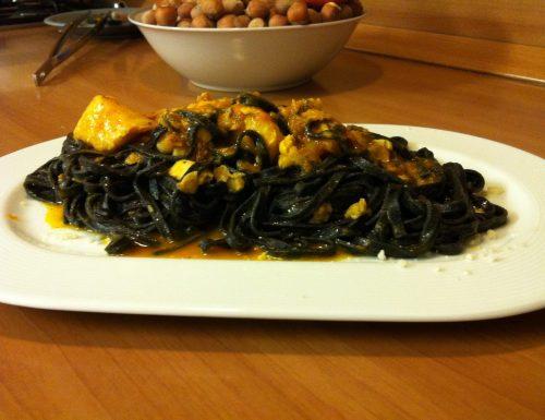 Tagliolini al nero di seppia con passata di pachino vongole e bocconcini di merluzzo