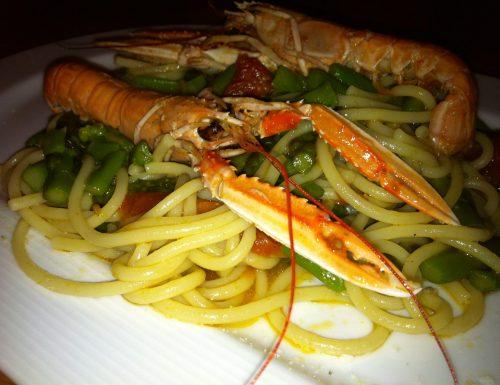 Spaghetti con scampi e punte di asparagi