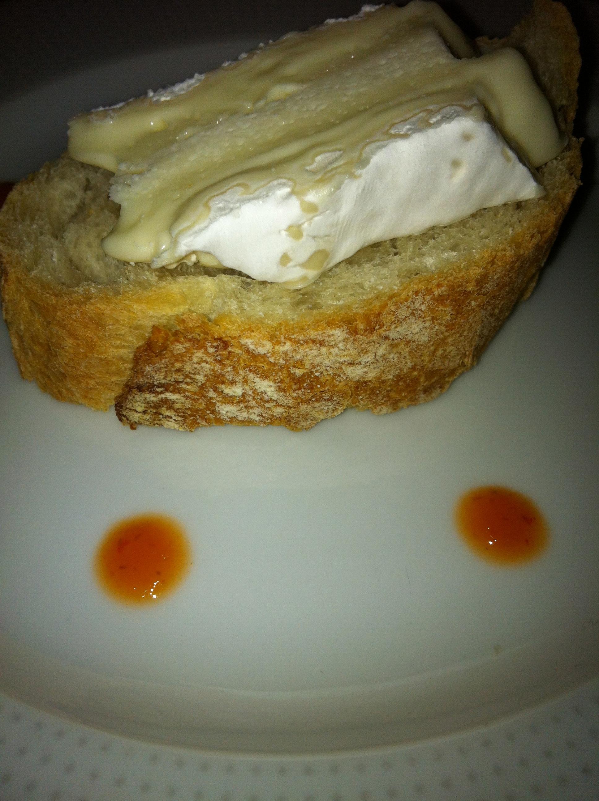 Crostino di pane con Brie de Meaux