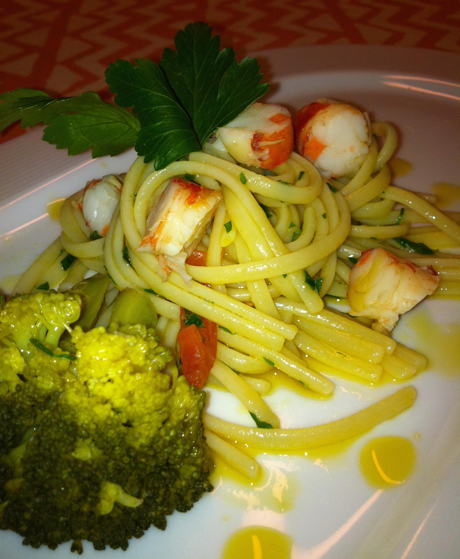 Linguine con Colatura di alici, gamberoni e Broccoletti